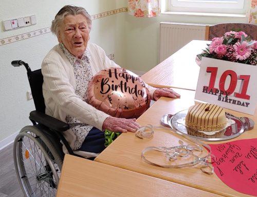 """Happy Birthday! Ein 101. Geburtstag in der Residenz-Gruppen Seniorenresidenz """"Haus am Richtweg"""""""